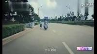 """电单车超载,交警拦车""""坐不下了"""""""