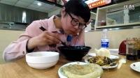 中国吃播猫小九炸酱面馅饼火腿青椒烧茄子鸡蛋汤馒头