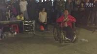 广州街边残疾流浪歌手阿龙演唱 朋友别哭 标清图片