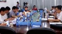 省人社厅副厅长张建平一行在县委书记夏锡璠的陪同下调研江陵县技工学校