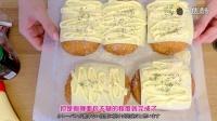 芝士蛋黄酱配上十个咖喱面包的超赞组合