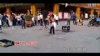 广州街头流浪歌手阿龙演绎谭咏麟 梅艳芳 陈慧闲的歌曲 《美》_高清-图片