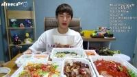 韩国吃播BJ奔驰水芹猪蹄烤猪蹄荞麦汤面凉拌鸡胸肉鲜奶油蛋糕彩虹蛋糕卷160619