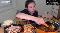 韩国吃播挑食的新姐吃土豆排骨汤鲜虾沙拉甜点