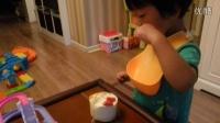 小橘子吃酸奶蛋糕