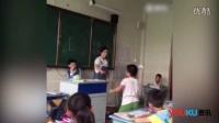 网曝小学生课堂上殴打同学  一旁老师不敢阻拦