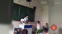 小学生课堂上殴打同学 一旁老师不敢阻拦