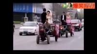 视频: 农村人开拖拉机进城结婚,回头率超高!