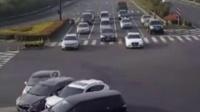 如果不看监控,谁能知道这4车相撞是怎么发生的?