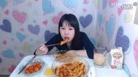 韩国吃播弗朗西斯卡吃辣年糕咖啡冰淇淋