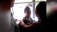 遵义一老汉公交上强抱猥亵少女,遭反抗还不停手被乘客制服