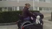 专为使用轮椅人士设计的摩托车