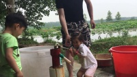和哥哥玩洋井