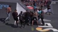 视频: 赛道上正展示精彩刺激的小轮车特技表演 吸引观众围观_0