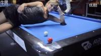 台球桌上最美丽的风景 神人和女生玩花式特技_搞笑视频