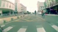 视频: 死飞刹车结构蹭着墙玩死飞,也是活久见!