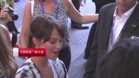 欧美:法鲨与女友现身威尼斯红毯 《大洋之间的灯光》入围金狮奖