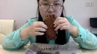中国吃播大脸妇女 原麦山丘面包 黑麻麻