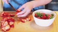 如何做出草莓果冻慕斯蛋糕(蛋糕甜点教程)