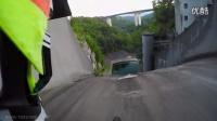 帅毙了山地车从60多米高近乎垂直的大坝坡面俯冲而下