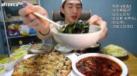 韩国吃播BJ奔驰辣炒章鱼多米诺薄底海鲜披萨奶油意大利面160904