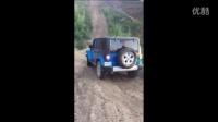 结局你懂的!女司机开Jeep牧马人爬陡坡
