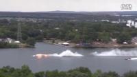 搞笑的视频:游艇飞速行驶时突然起火解体