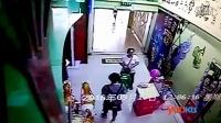 搞笑视频集锦:过分!母亲教唆3岁女儿偷包