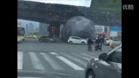 """超强台风莫兰蒂来袭 福州一广场""""月球""""被台风吹飞了"""