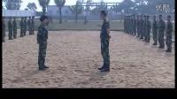 训练期间女兵大姨妈来了男教官继续要求训练,结果被女兵打脸