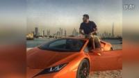 迪拜富二代花式炫富 踩钞票养豹子