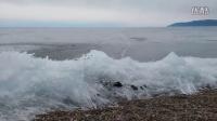 贝加尔上冻结的波浪