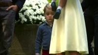 欧美:乔治小王子难得不高冷 妹妹夏洛特最爱玩气球