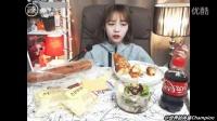 【臻美食】【韩国吃播】shoogi用蒜香法棍做芝加哥披萨