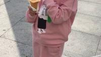 宝贝六岁七个月十一假期吃冰激淋1