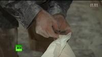 俄罗斯军方分配面包到阿勒颇