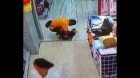 父亲在超市一个玩耍的动作,竟把孩子坐死了。。。