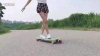 长腿滑板美女