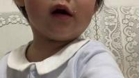 琪琪格格一岁半吃蛋挞