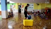 跳跳班体育游戏《咕噜咕噜滚球》