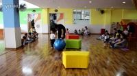 跳跳班的体育游戏《咕噜咕噜滚球》