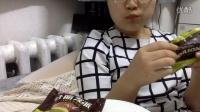 中国吃播大脸妇女 好丽友抹茶派+淳享苹果酸奶+85度C蛋糕
