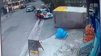 技术太差!小偷偷货车逃跑拐弯后翻车被逮捕