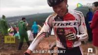 咸宁自行车越野赛遇雨,骑车变负重越野