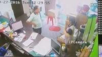 监拍男子假装购物 盗窃店员手机全过程_高清在线观看_百度视频_2