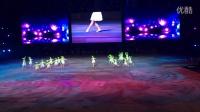 """武汉""""汉秀剧场""""这座国际标准的表演空间里,一枝独秀的足尖艺术《春之舞》,她们平均年龄57岁,以优美的舞姿,为""""侨亚大舞台""""精彩启动,增添了靓丽的一笔!"""