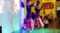新疆餐厅边吃边看新疆美女跳舞哦