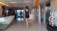 【美女写真系列】17_性感美胸美腿女车模面试