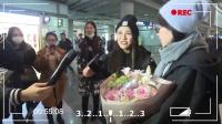 现场:马思纯金马封后回京心情大好 机场劝粉丝减肥real耿直