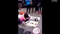 街头卖字的残疾女孩,这字让多少书法家汗颜!